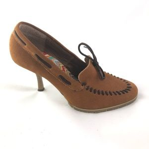 SODA Brown Leather Closed Toe Moccasin  Heels 6.5